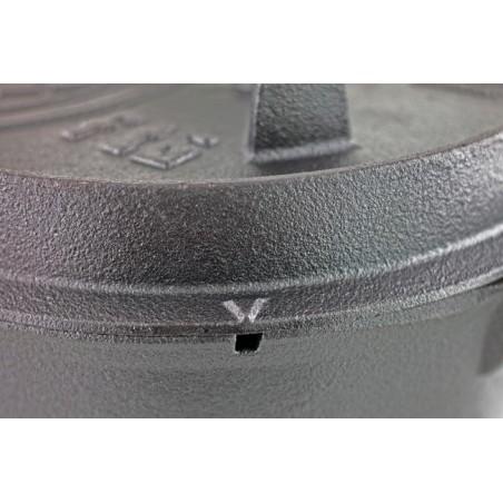 Petromax Dutch Oven detail shot